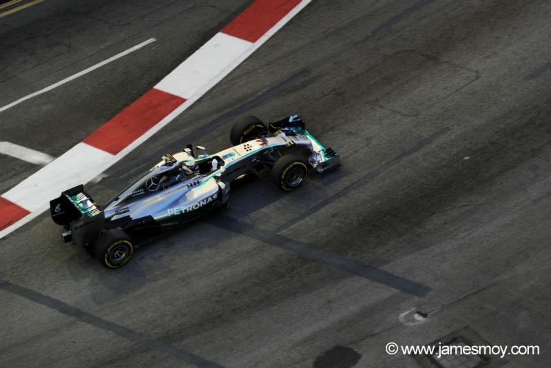 Hamilton liderou a segunda sessão de treinos em Cingapura