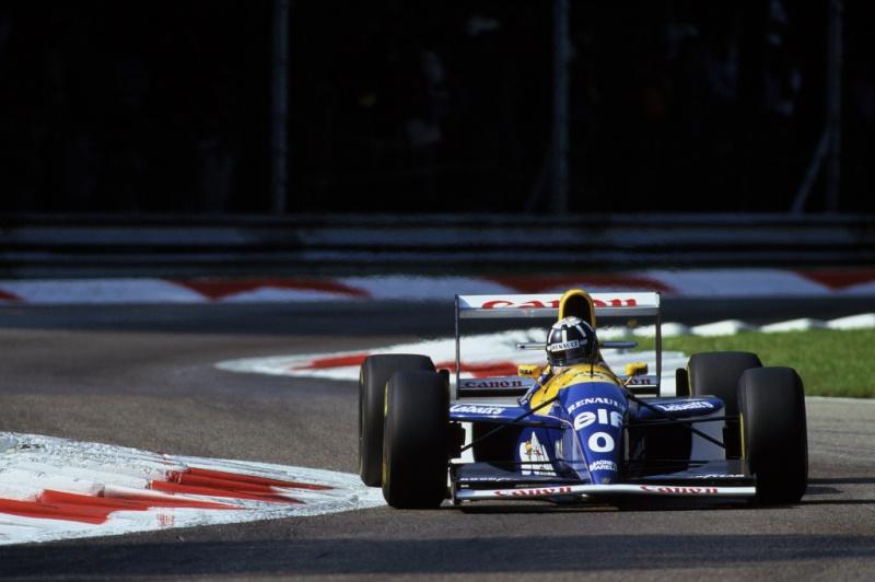 Damon Hill pilota um Williams equipado com motor Renault em 1993