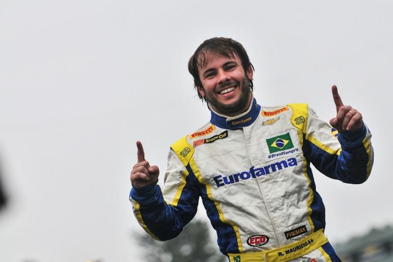 Ricardo Maurício comemora a pole position no RS