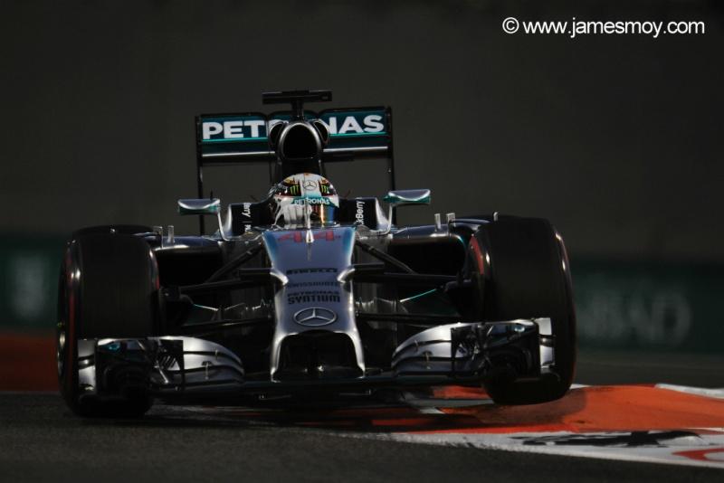 Hamilton venceu Rosberg no primeiro dia em Abu Dhabi