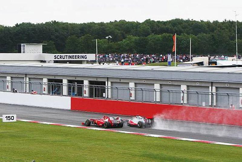 Hamilton ultrapassa Alonso pelo terceiro lugar em Silverstone