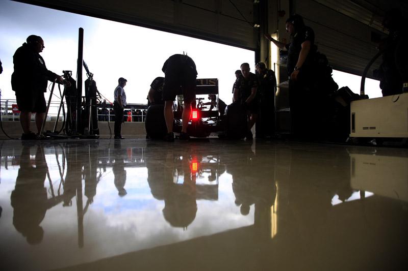 De Renault, equipe de Petrov e Heidfeld hoje só tem o nome e o motor