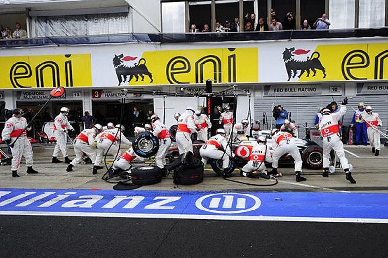 Hamilton passou três vezes a mais pelos boxes que Button