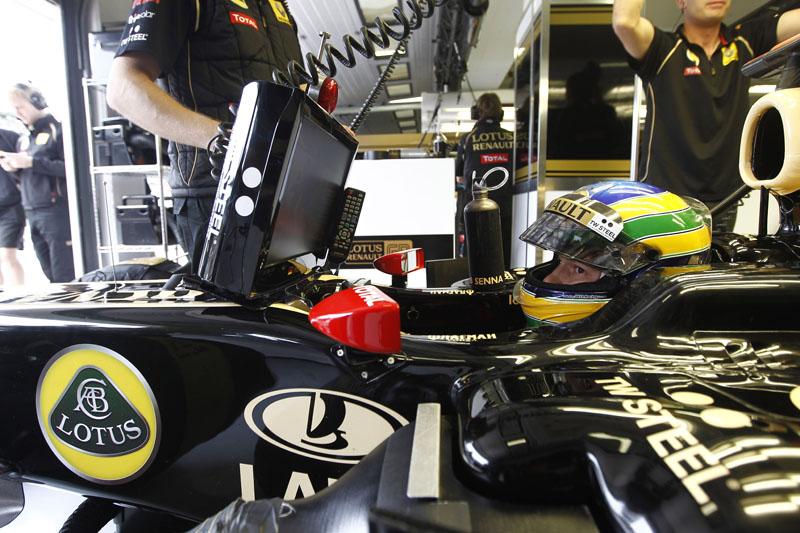 Bruno Senna a bordo do R31
