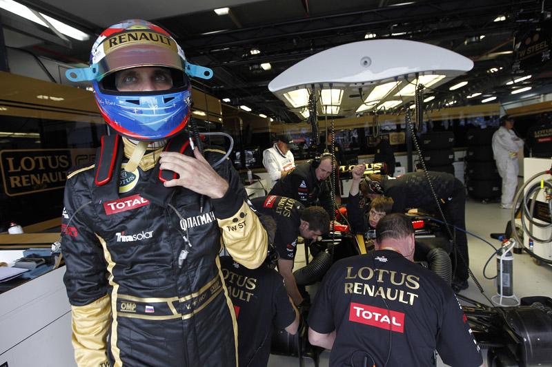 Petrov colocou seu Renault à frente de Massa e das Mercedes