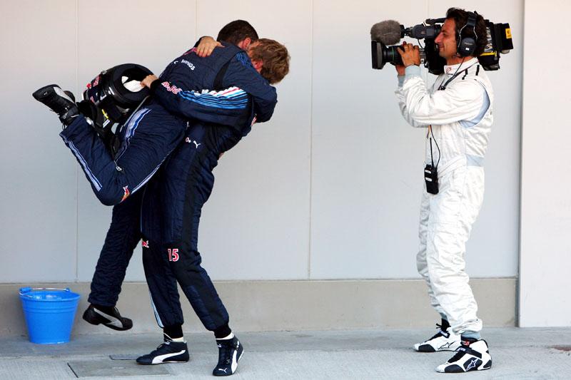 Guillaume Rocquelin comemora com Sebastian Vettel