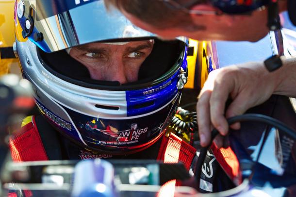 Tom Cruise dentro do cockpit do carro da Red Bull