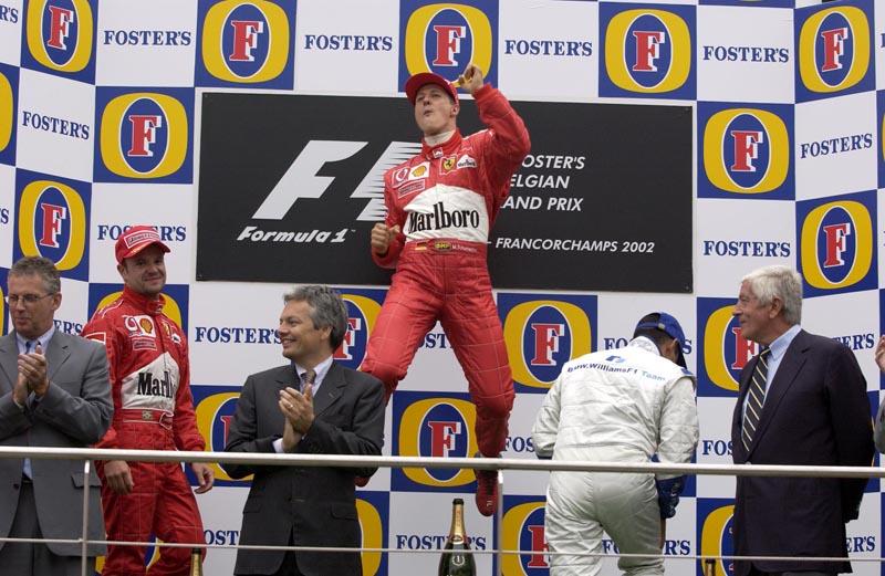 Schumacher comemorando uma de suas seis vitórias em Spa, em 2002