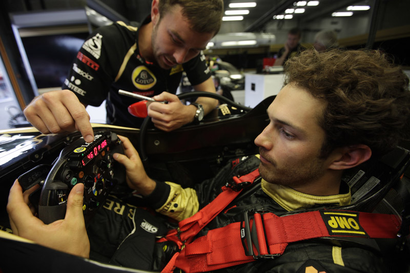 Bruno Senna a bordo do R31
