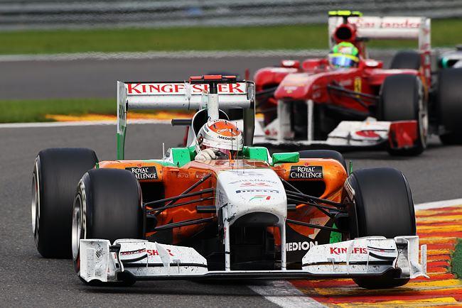 Adrian Sutil à frente de Felipe Massa em Spa