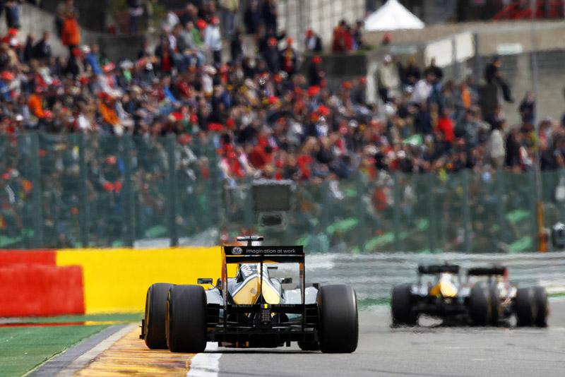 Os pilotos da Lotus acham que se ganha muito tempo com as zebras