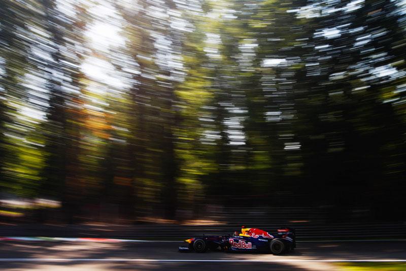 Sebastian Vettel no meio da floresta em Monza