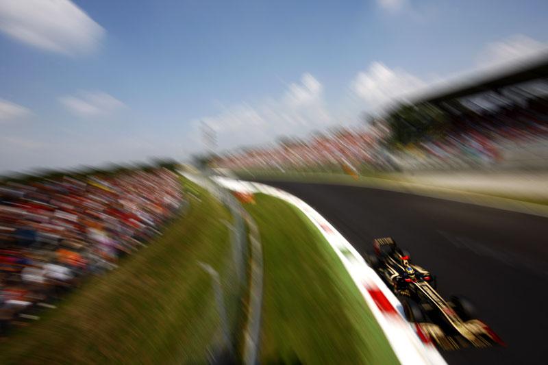 Bruno Senna na Curva Parabolica de Monza