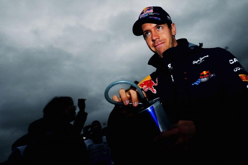 Sebastian Vettel mira vitória em Cingapura, mas não necessariamente o título