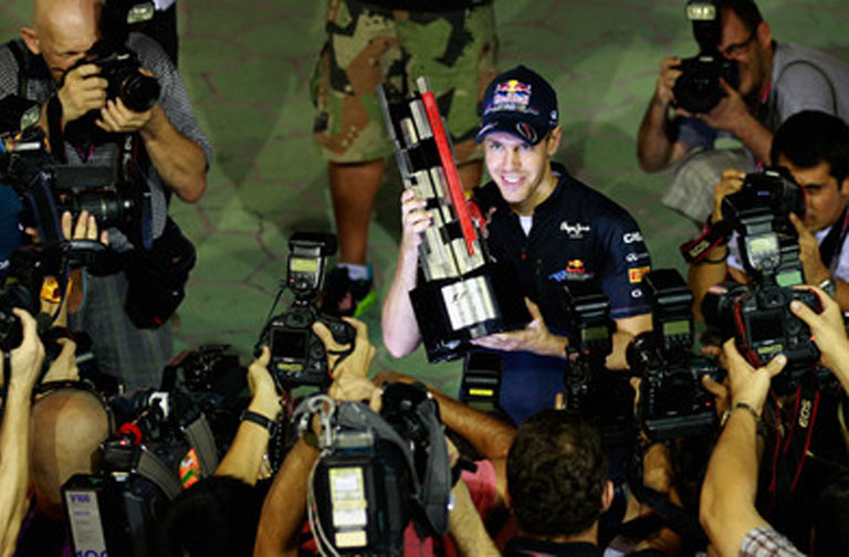 Vettel e o troféu de Cingapura