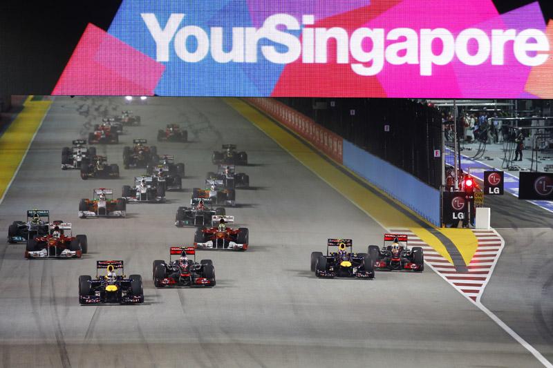 Webber fica para trás na largada no GP de Cingapura