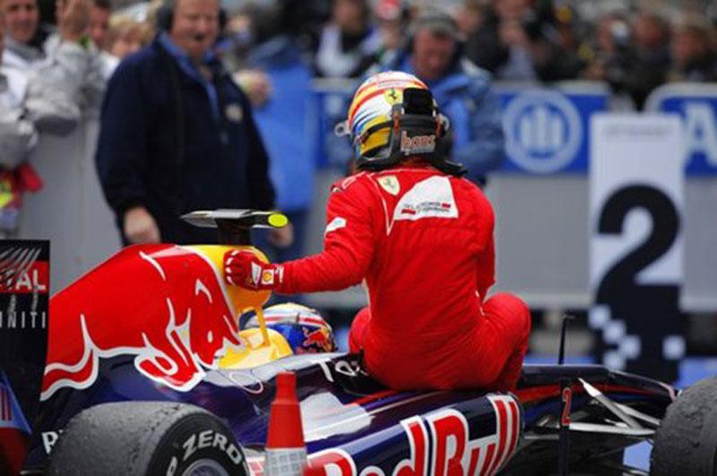 Alonso bem que queria pular para dentro do RB7