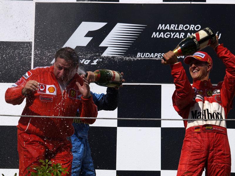 Schumacher comemora seu quinto título seguido pela Ferrari