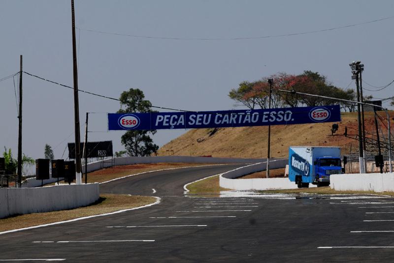 Pista de Londrina vazia nesta sexta-feira (Duda Bairros/Vicar)