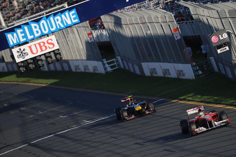 Alonso se defendeu bem do ataque de Mark Webber no final da prova da Austrália