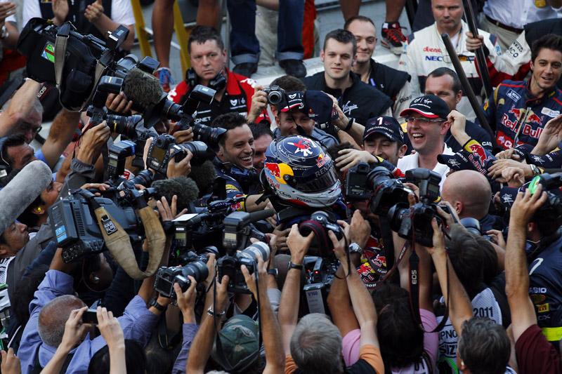 Vettel comemora o bi
