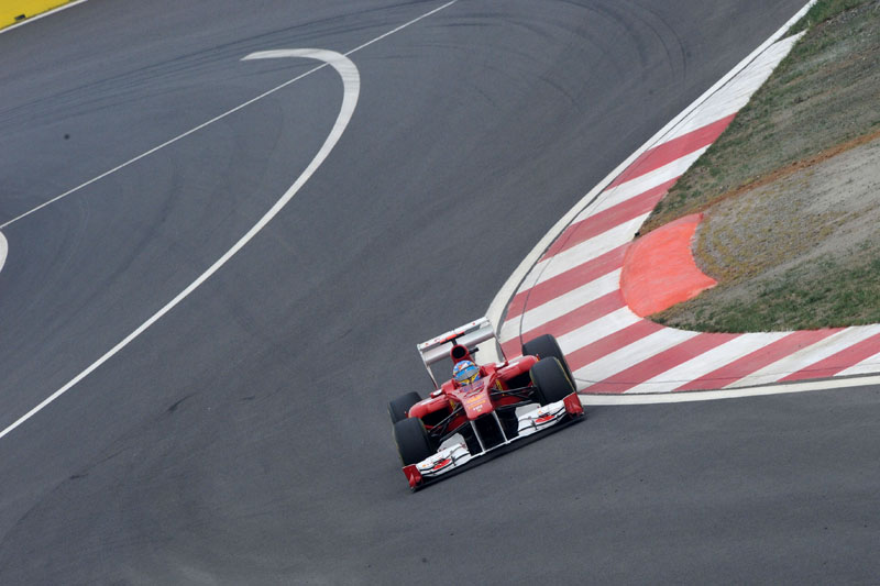 Alonso larga em sexto na prova que venceu em 2010