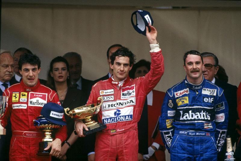 Senna no alto do pódio do GP de Mônaco