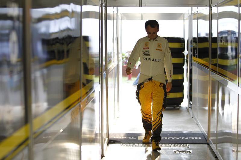 Kubica estaria prestes a guiar um carro de corida