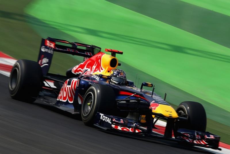 Vettel larga na ponta