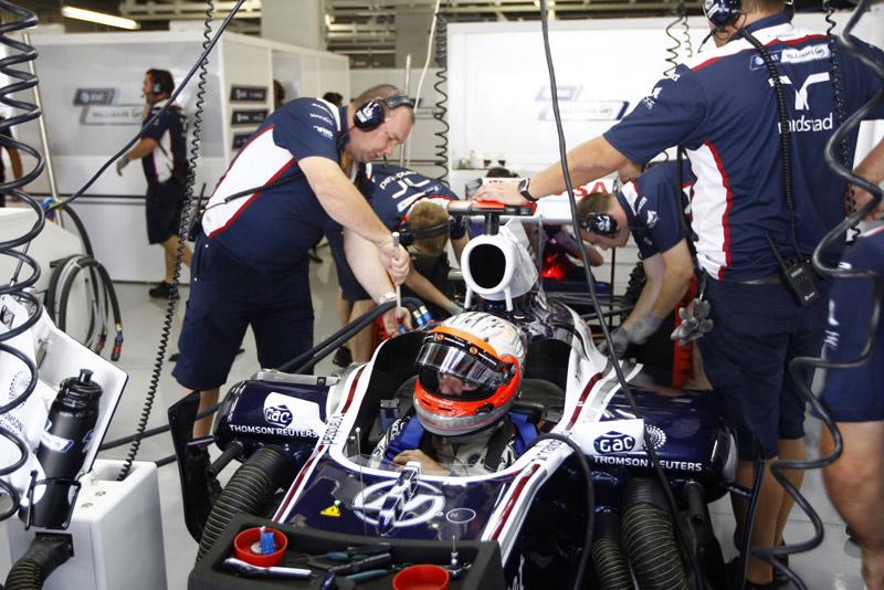 Barrichello revelou que mudanças no carro são muito lentas