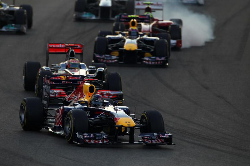 Vettel pulou na frente, mas rodou na segunda curva