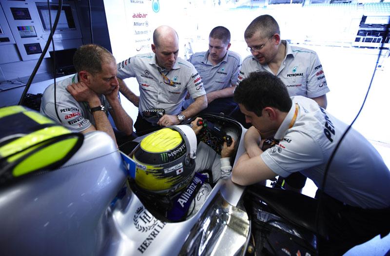 Objetivo da Mercedes para amanhã é melhorar o ritmo de corrida