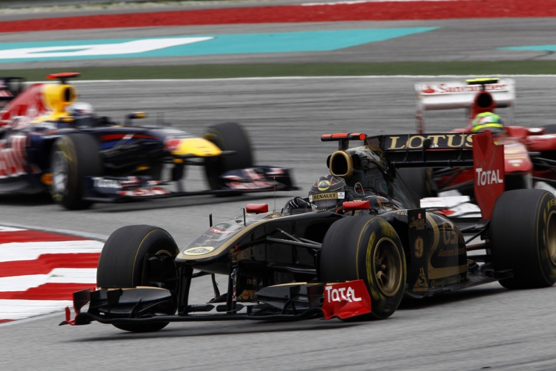 Heidfeld à frente de Ferrari e Red Bull em Sepang