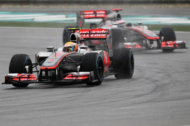 Hamilton lidera Button na Malásia