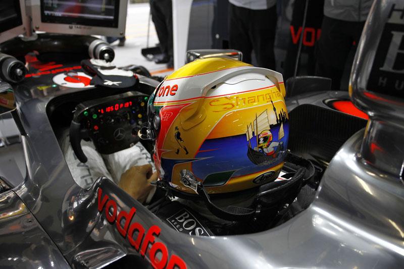Hamilton e seu capacete especial para a China