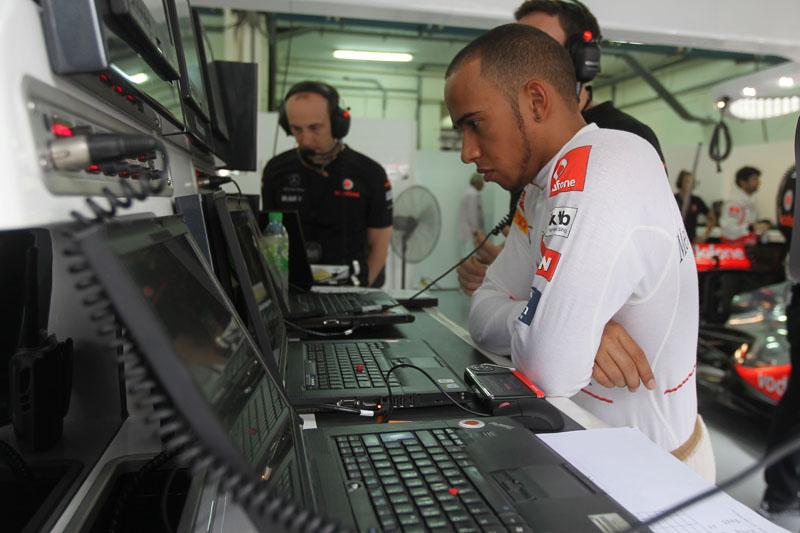 Hamilton lamentou a escolha errada dos pneus na Malásia