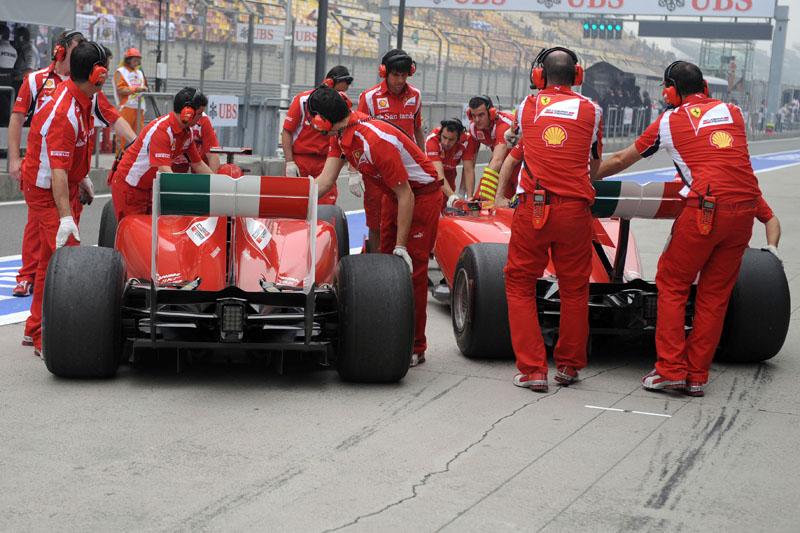 As Ferrari durante os treinos livres do GP da China