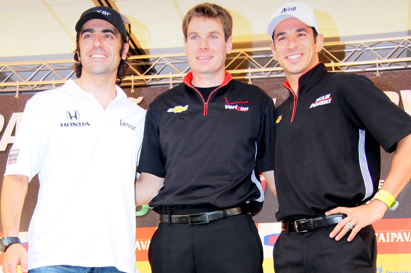 Franchitti, Power e Castroneves posam para fotos