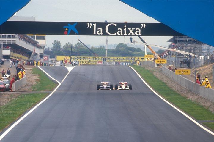 Senna e Mansell descem a reta da Catalunha em 1991