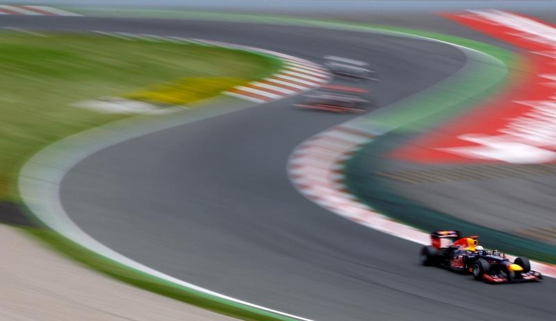 A Red Bull não foi bem nas curvas velozes de Barcelona, mas lidera o Mundial