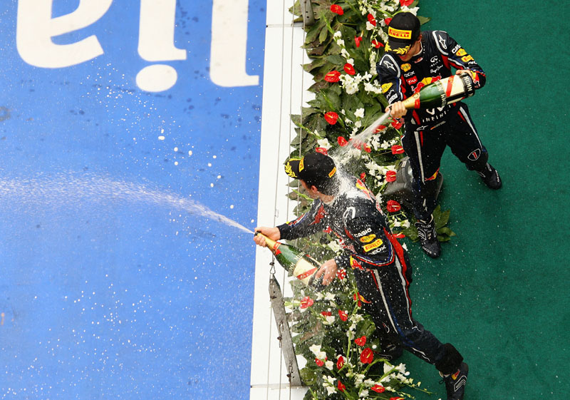 Mark Webber e Sebastian Vettel dividem o pódio depois de largarem em 18º e 1º, respectivamente