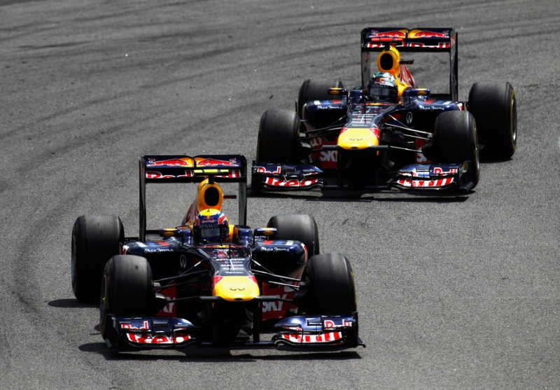 Webber é perseguido por Vettel
