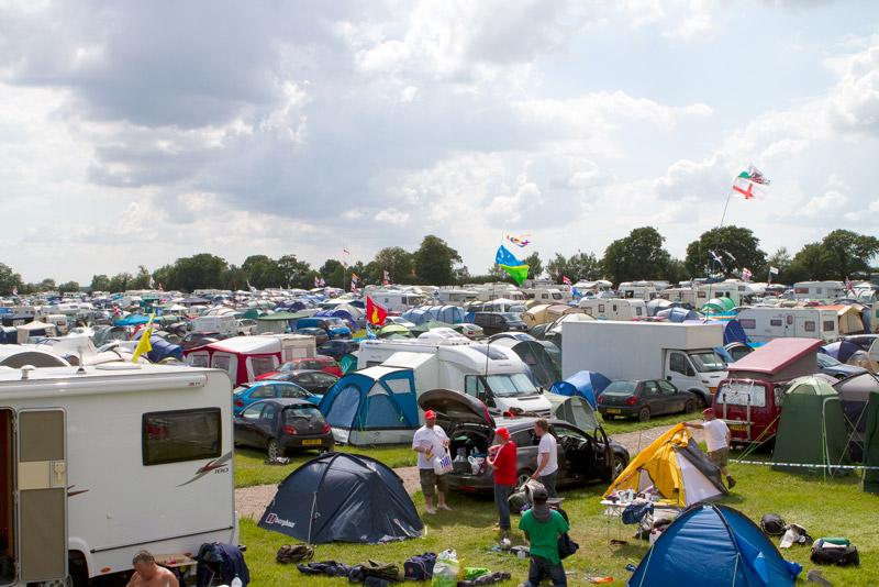 Parte do público acampa desde a quarta-feira pré-GP no circuito