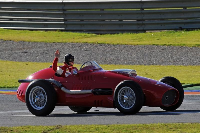 Alonso, em 2010, a bordo de uma Ferrari de 1954