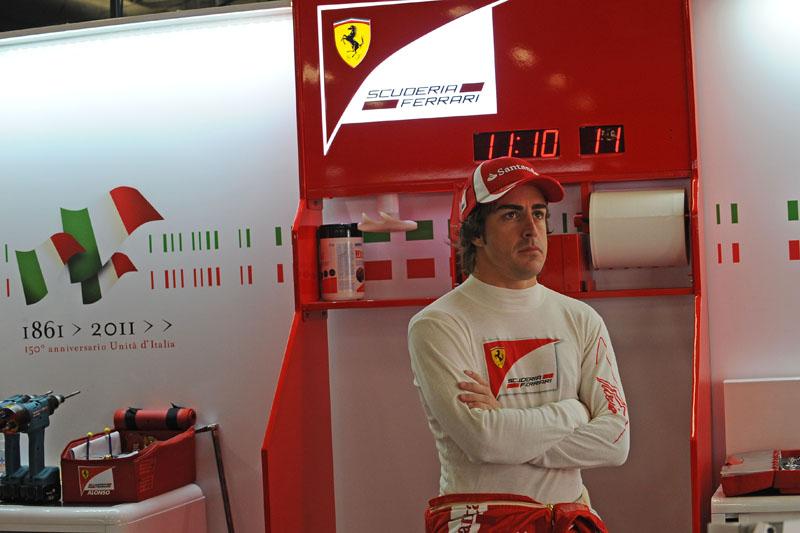 Alonso quer ver as atualizações da Ferrari em ação para fazer prognósticos