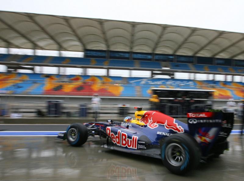 Sebastian Vettel sai dos boxes no primeiro treino livre em Istambul
