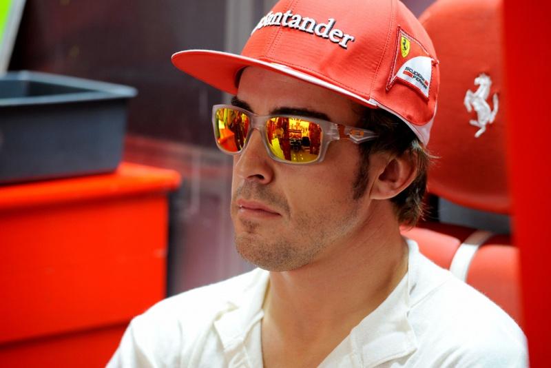 Fernando Alonso nos boxes da Ferrari
