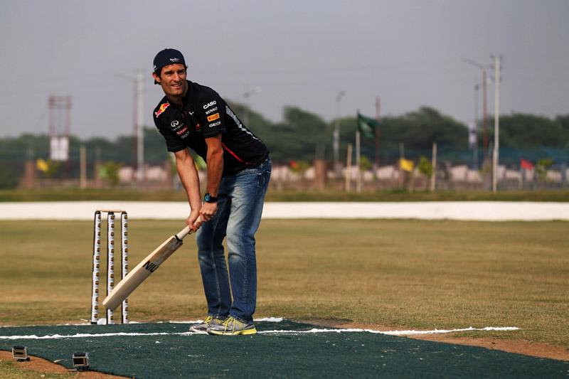 Webber aproveitou a estadia na Índia para jogar críquete, o principal esporte no país