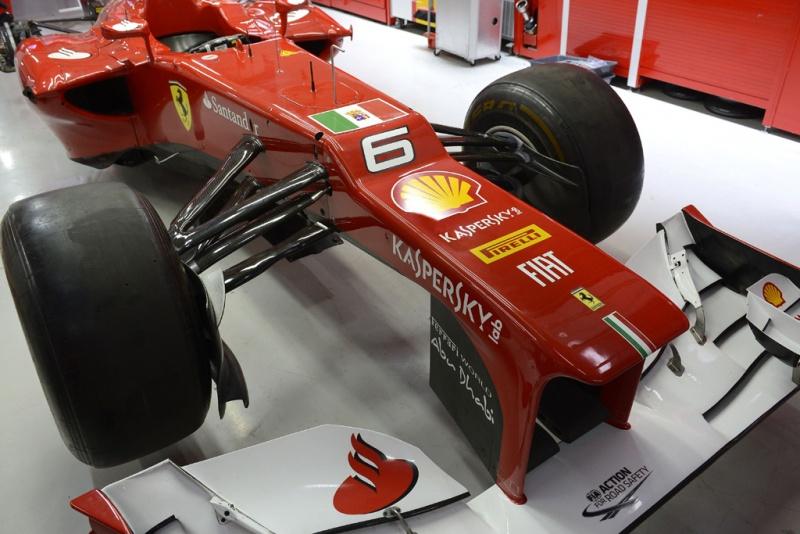 Bandeira da Marinha Italiana no carro da Ferrari