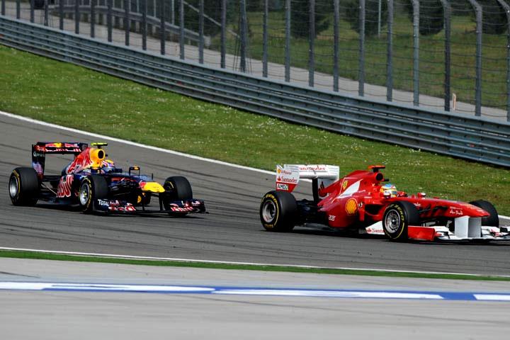 Alonso à frente de Webber em Istambul